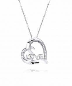 שרשרת LOVE בשילוב אבן בצורת לב במרכז